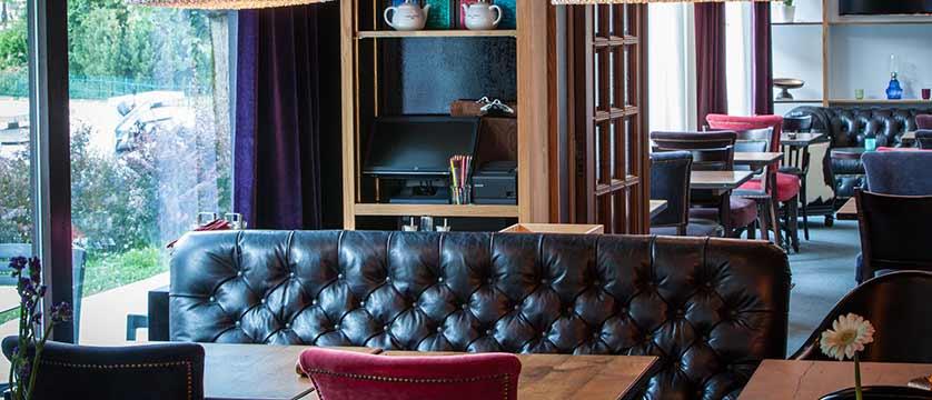 Hotel Pointe Isabelle, Chamonix, France - Lounge.jpg